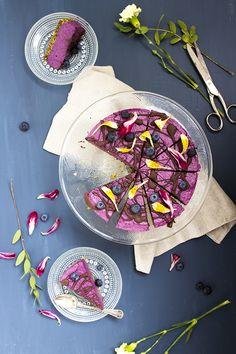 Raakakakku mustikoista ja pistaasista // Blueberry and pistachio raw cake