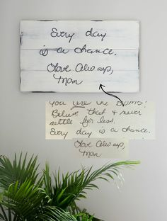 Handwriting memory sign made with reclaimed barn wood. Homeade Gifts, Diy Gifts, Personalised Gifts Diy, Memorial Gifts, Memorial Jewelry, Memory Crafts, Remembrance Gifts, Hanging Pictures, Christian Gifts