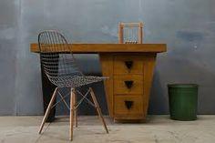 Google képkeresési találat: http://designformenmag.com/wp-content/uploads/2010/07/1253_1929laszlo-wright-modern-1940s-vintage-desk3.jpg