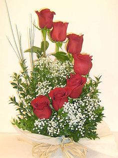 Origin, Belief and Care of Red Roses – Ideas For Great Gardens Altar Flowers, Church Flower Arrangements, Rose Arrangements, Church Flowers, Funeral Flowers, Fresh Flowers, Beautiful Flowers, Ikebana, Floral Bouquets