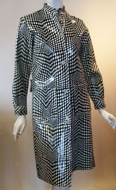 Stand up collar, button front, no flaws. fantastic black and white mod print! Girls Raincoat, Yellow Raincoat, Hooded Raincoat, 1960s Fashion, Vintage Fashion, Vinyl Raincoat, We Wear, How To Wear