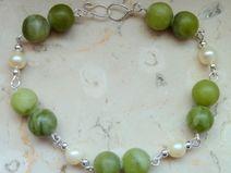 Jade und Zuchtperlen Armband mit 925 Silber