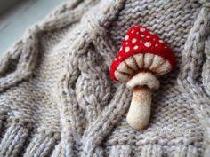 even more felt projects 2018 Mushroom Crafts, Felt Mushroom, Felt Diy, Felt Crafts, Felt Embroidery, Sewing Projects, Felt Projects, Felt Brooch, Brooches Handmade
