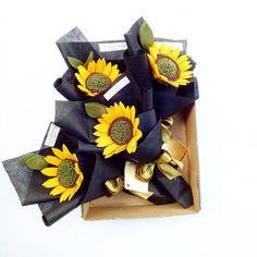Haloaa thanks for ordering yah!  Sun flowernya siap di order lgi yah! . . .  Hehei kita punya kualitas nomor 1 di pekanbaru bisa di check deh, harga?  Gak seperti di bayangkan pas banget di kantong dan siap di bawa handbouquet cantiknya. . . . Sun flower seperti diatas 15rb untuk pembelian diatas 5 bouquet yah!  Hihi . . . Nah lo   . . . . . . . . #bungaflanelpku#bungaflanel#bungaflanelmurah#pekanbaru#bunga#bungamurah#buket#buketflanel#handbouquet#hadiahwisuda#hadiahyu...