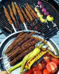 Pakistansk seekh kebab - ZEINAS KITCHEN Grill Pan, Sausage, Grilling, Meat, Kitchen, Food, Pizza, Summer, Griddle Pan