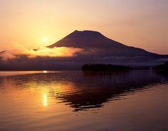 Morning sun and Oakandake. Looking for more information aboout Hokkaido? Go Visit Kushiro city sightseeing promotion room. http://kankou.city.kushiro.hokkaido.jp/