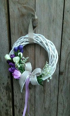 Easter And Spring Wreath Wreaths For Front Door, Door Wreaths, Grapevine Wreath, Spring Projects, Spring Crafts, Diy Projects, Diy And Crafts, Arts And Crafts, Fabric Wreath
