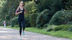 Uta Pippig ist eine der erfolgreichsten deutschen Läuferinnen. Die dreimalige Siegerin der Marathons in Berlin und Boston gibt hier regelmäßig Tipps. Heute: Wie Sie trotz stressigen Alltags laufen.