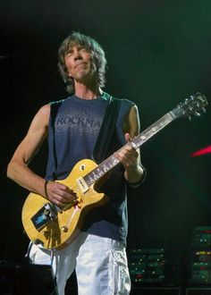 Tom Scholz of the band Boston. His creative effects made the first Boston album a classic and set the rule for guitarist to come. Music Icon, Pop Music, Tom Scholz, Boston Band, Arena Rock, Classic Rock Bands, Best Guitarist, Guitar Players, Guitars