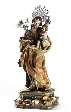 São José com o Menino Jesus, escultura portuguesa do séc. XVIII, em madeira policromada, estofada e dourada. A figura está representada de pé e segura no Menino Jesus com a mão esquerda. Assente sobre base em madeira entalhada, pintada e dourada, decorada com motivos vegetalistas e enrolamentos. Olhos em vidro. Resplendor, vara de açucenas do São José e coroa do Menino Jesus em prata.