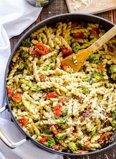 Healthy Pesto Tomato and Broccoli Pasta -- 30 minute pasta skillet with pesto…