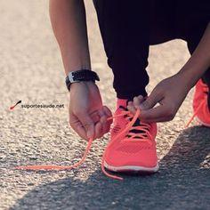 Peso do tênis influencia no gasto energético de corrida? ⠀  Para cada 100 gramas de aumento de peso do calçado, existe um aumento de 1% do gasto de energia para correr, o que significa um efeito bastante significativo, uma vez que a diferença de 300 gramas no peso de calçados de corrida é um fato até comum. Gastar 3% de energia a mais numa maratona significa uma diferença muito grande, representando certamente um desgaste físico muito maior.