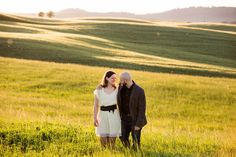 pre-wedding shooting in the fields of Val d'Orcia, Tuscany magic light