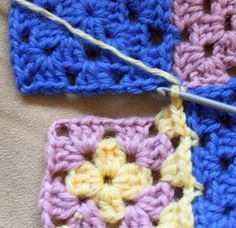 Ristiin rastiin: Isoäidinneliöitten kiinnitys viimeisellä kerroksella Stitch, Blanket, Knitting, Pattern, Homemade Pancakes, Crochet Ideas, Knits, Models, Tejidos