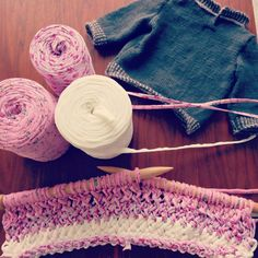 Knit big !!!!  💕Pink shades for a small carpet