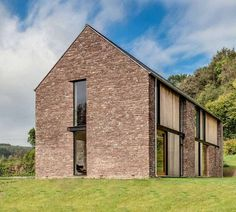 Hall + Bednarczyk Architects paired sandstone with contemporary details for this rural house in Wales, designed to resemble local agricultural barns Contemporary Barn, Modern Barn, Modern Farmhouse, Modern Family, Architecture Renovation, Residential Architecture, Architecture Design, Building Architecture, Home Renovation
