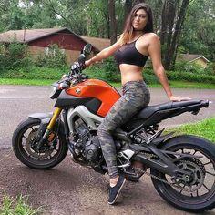 Yamaha Biker Girls - Yamaha Babes and Ladies Photos Lady Biker, Biker Girl, Mt 09 Yamaha, Dirt Bike Girl, Futuristic Motorcycle, Motorbike Girl, Motorcycle Bike, Hot Bikes, Biker Chick