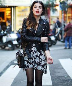 street-style-vestido-estampado-com-flores-jaqueta-de-couro-inverno