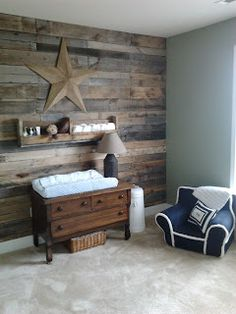 Morris Mommy Mania Pallet Wall Love