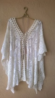 FREE PEOPLE LACE AND CROCHET GYPSY ROMANTIC CAPE SLEEVE BEACH TUNIC                                                                                                                                                      More