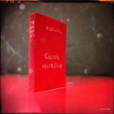 """Mi Mini Monotone Book Club de julio es CIENCIA RECREATIVA del doctor José Estalella. Un libro de mi padre publicado en 1918 lleno de """"enigmas y problemas observaciones y experimentos trabajos de habilidad y paciencia"""" todos con una base científica que desde bien pequeño despertaron mi interés. #MiniMonotoneBookClub #books #libro #science #ciencia #cienciarecreativa #igersbcn #santantoni #barcelona"""