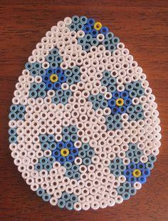 Easter egg hama perler by Den kreative idemager Mini Hama Beads, Pearler Beads, Fuse Beads, Fuse Bead Patterns, Perler Patterns, Beading Patterns, Hama Beads Design, Easter Cross, Melting Beads