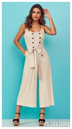 Macacões! Looks incríveis! arrase com estilo! Indian Fashion Trends, Dress Indian Style, Western Outfits, Simple Dresses, Jumpsuits For Women, Dress Patterns, Casual Looks, Fashion Models, Fashion Dresses