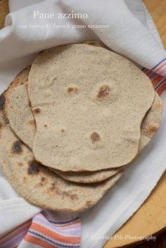 pane azzimo con farina di farro e grano saraceno , senza lievito e veloce da cuocere in padella