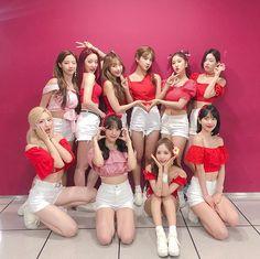 우주소녀💕 • Instagram • 우주소녀 Kpop Girl Groups, Korean Girl Groups, Kpop Girls, K Pop, Matching Friend, Kim Hyun, Human Poses, Friend Outfits, Cosmic Girls