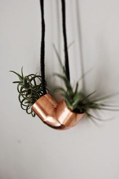 A few weeks ago I made some mini shelves using copper and black marble and I just love them! I've been trying to find some other simple...