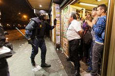 #yometiroalmonte: El dueño de un bar donde se refugiaban manifestantes se enfrentó a la policía