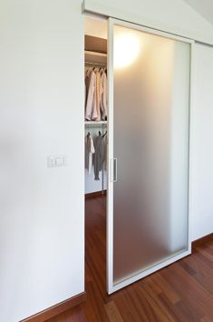 60 Best DIY DIY for Your Dream Closet Doors - Begehbarer kleiderschrank - Closet Walking Closet, Bedroom Closet Design, Closet Designs, Sliding Closet Doors, Sliding Wardrobe, Wardrobe Doors, Bedroom Layouts, Interior Barn Doors, Home Decor