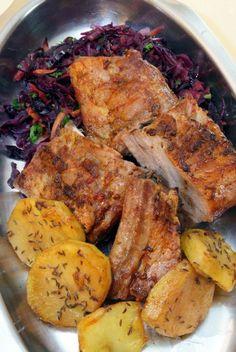 Sertésoldalas káposztasalátával és köményes sült burgonyával! - Finom ételek, olcsó receptek