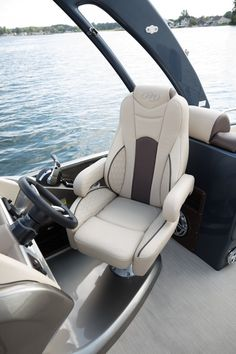 Manitou Pontoon, Luxury Pontoon Boats, Boat Upholstery, Wakeboard Boats, Car Interior Accessories, Boat Seats, Boat Interior, Boat Design, Wakeboarding