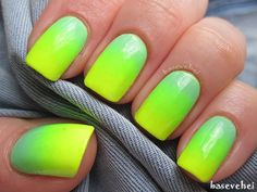 Be closer to nature with this bright green color ensemble arranged in a gradient themed nail art.
