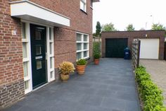 Driveway Design, Beautiful Gardens, Garage Doors, Patio, Outdoor Decor, Home Decor, Ideas, Front Yard Walkway
