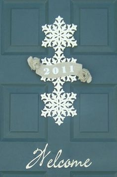 Gorgeous new years snowflake front door hanger tutorial. Love this for after Christmas!