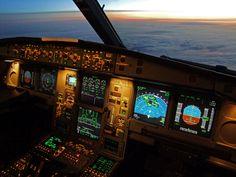 SWISS Airbus A340-300 Flightdeck HB-JMH