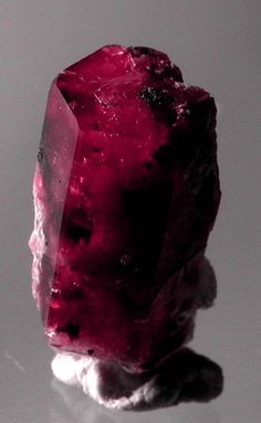 Red Beryl Bixbite Bixbyite red crystal beryl crystals Beryl gems stones Beryls crystals designer Emerald cabs cabochons pictures and info jewelry Emerald custom jewelry Emerald chakra protection & healing Minerals And Gemstones, Rocks And Minerals, Natural Gemstones, Buy Gemstones, Beautiful Rocks, Mineral Stone, Rocks And Gems, Stones And Crystals, Gem Stones