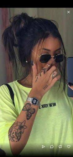 tattoos for the Girls Rebellen Tattoo, Tattoo Main, Piercing Tattoo, Piercings, Tattoo Fonts, Little Tattoos, Mini Tattoos, Small Tattoos, Dainty Tattoos For Women