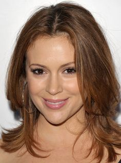 Alyssa Milano Medium Layered Cut - Alyssa Milano was all smiles at the Children's Defense Fund with layered shoulder length tresses. Haircuts For Medium Length Hair, Haircuts With Bangs, Medium Hair Cuts, Medium Hair Styles, Short Hair Styles, Medium Cut, Bob Haircuts, Alyssa Milano Hair, Shoulder Length Layered Hair