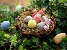 India Is wishing everyone a very Happy Easter! Unwrap those Easter eggs and have a great day! Egg Basket, Easter Baskets, Cute Easter Bunny, Happy Easter, Ostern Wallpaper, Easter Quotes, Easter Wishes, Egg Decorating, Cover Photos