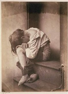 The striking image of this helpless working class child soon became part and parcel of the Victorian social and political debate on poverty, charity and social justice. Photography took on a new relevance. It suddenly dawned upon critics and observers that certain photographic images have the power to influence public opinion and determine or change its course. A single shot can strike deeper than a million words. Child Poverty, Poverty Photography, Art Photography, Street Photography, Public Opinion, Vintage Photographs, Vintage Photos, Victorian Art, Victorian London