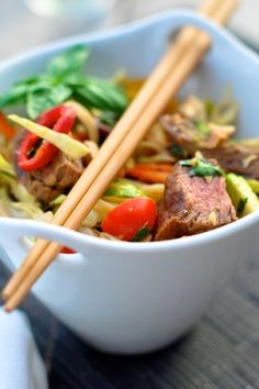 Asian Steak Noodle Salad - OMG, it looks soooo fresh and yummy!  http://www.yummly.com/recipe/external/Thai-steak-_-noodle-salad-333148