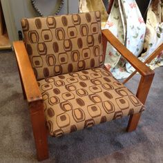 #VdDrift #Interiors te Voorburg is een #meubelstoffeerderij, gespecialiseerd in #herstofferen van klassieke, moderne of designmeubelen, stoelen of banken. Deze stoel is  uit de kunst collectie van de koninklijke bibliotheek! Gestoffeerd met #Keymer #meubelstof.