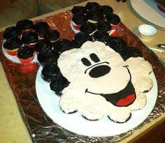 Mickey Mouse cupcake cake