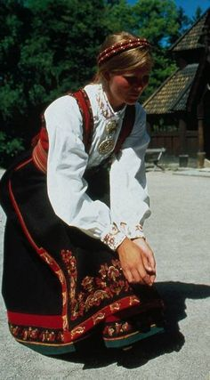 The traditional, national costume of Norway is called Bunad, an elaborate costume dating back to the 1800s with lots of embroidery and jewelry, in approximately 200 variations by region.
