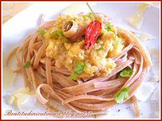 Beatitudini in cucina: Linguine al farro con zucchine, acciughe e scaglie... #pasta #italianfood #Italy #recipe #pastarecipes
