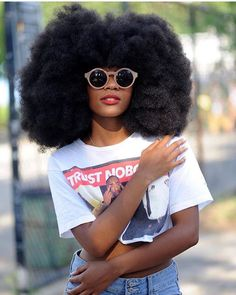 Big Afro hairstyles are basically the bigger and greater version of the Afro hairstyles. Afro which is sometimes shortened as 'FRO, is a hairstyle worn naturally outward by The African American black people. Afro Punk, My Hairstyle, Afro Hairstyles, Decent Hairstyle, Black Girl Magic, Black Girls, Curly Hair Styles, Natural Hair Styles, Natural Beauty