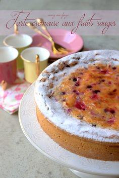 une de mes tartes préférées : la tarte aux fruits. Une tarte facile à faire, crémeuse. Avec un sachet de fruits rouges surgelés je prépare la crème aux oeufs
